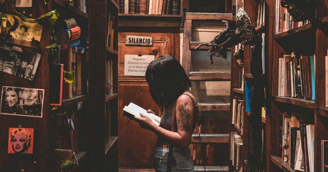 book_reading-min